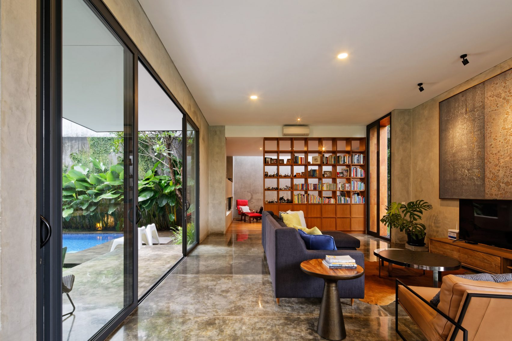 house-inside-outside-tamara-wibowo-architecture-residential-indonesia_dezeen_2364_col_2-1704x1136.jpg