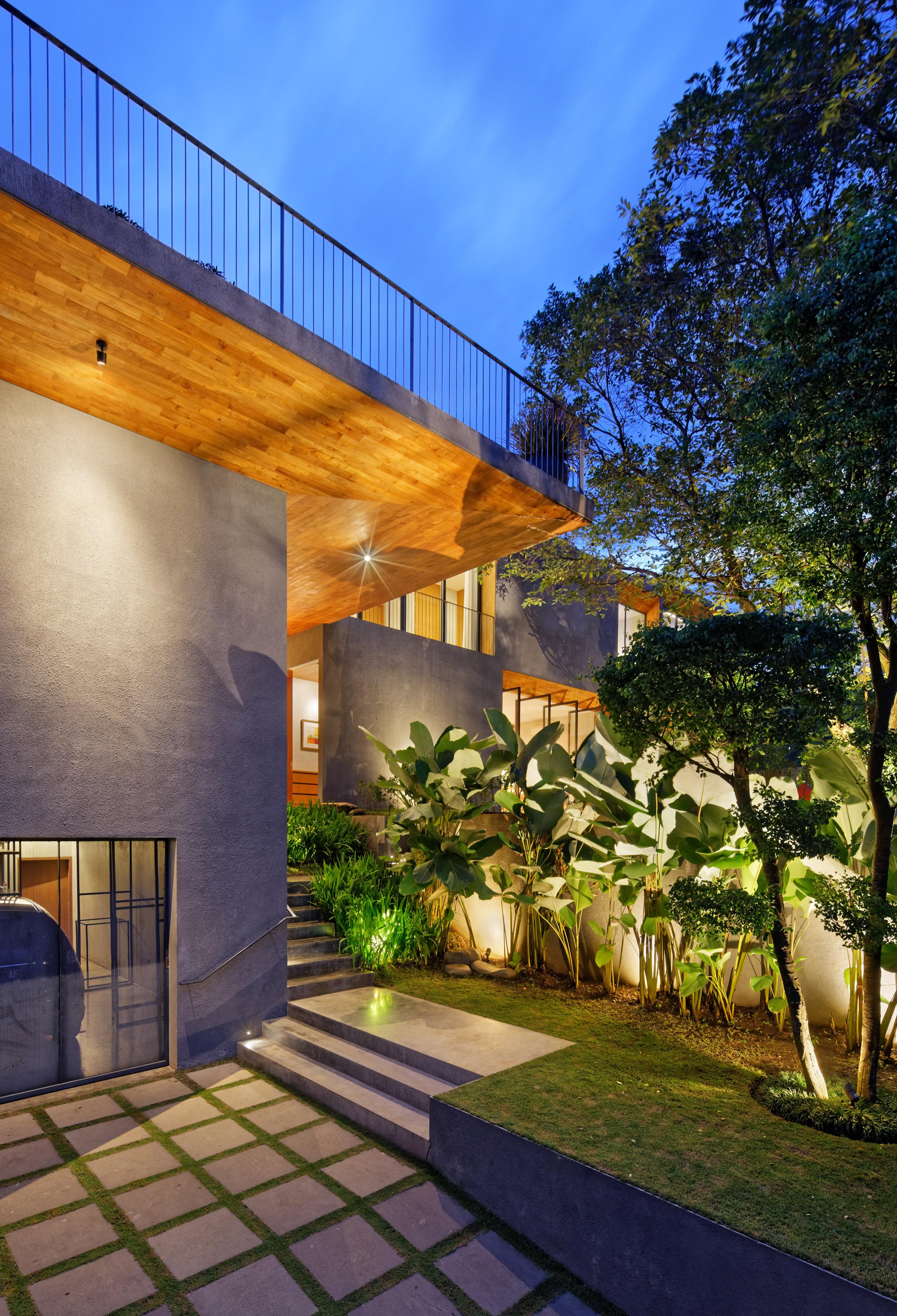 house-inside-outside-tamara-wibowo-architecture-residential-indonesia_dezeen_2364_col_16.jpg