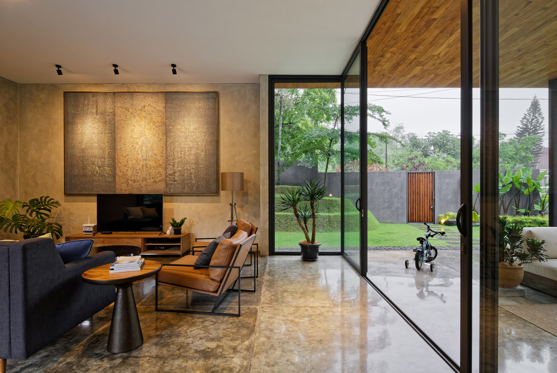 house-inside-outside-tamara-wibowo-architecture-residential-indonesia_dezeen_2364_col_1.jpg
