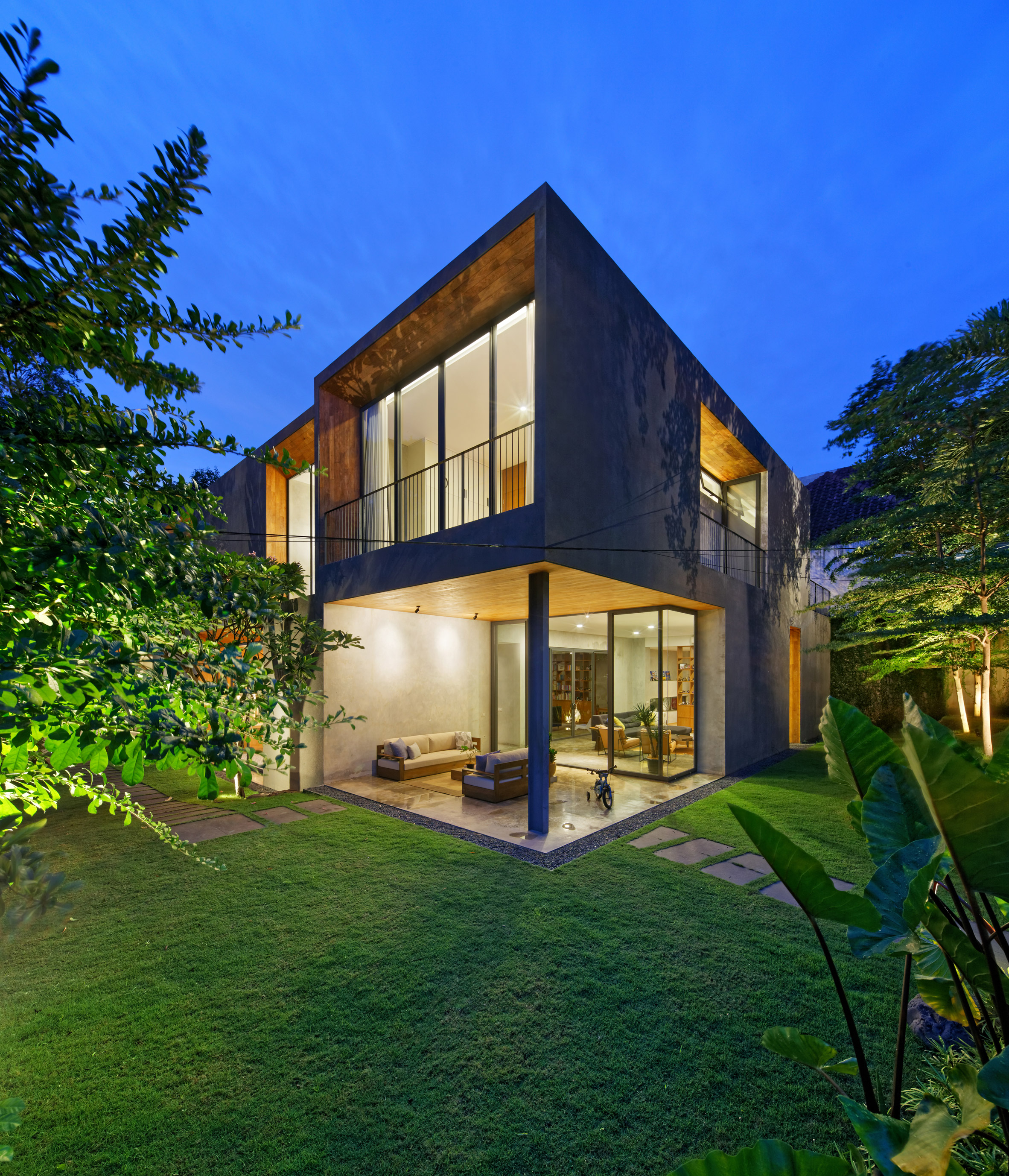 house-inside-outside-tamara-wibowo-architecture-residential-indonesia_dezeen_2364_col_6.jpg