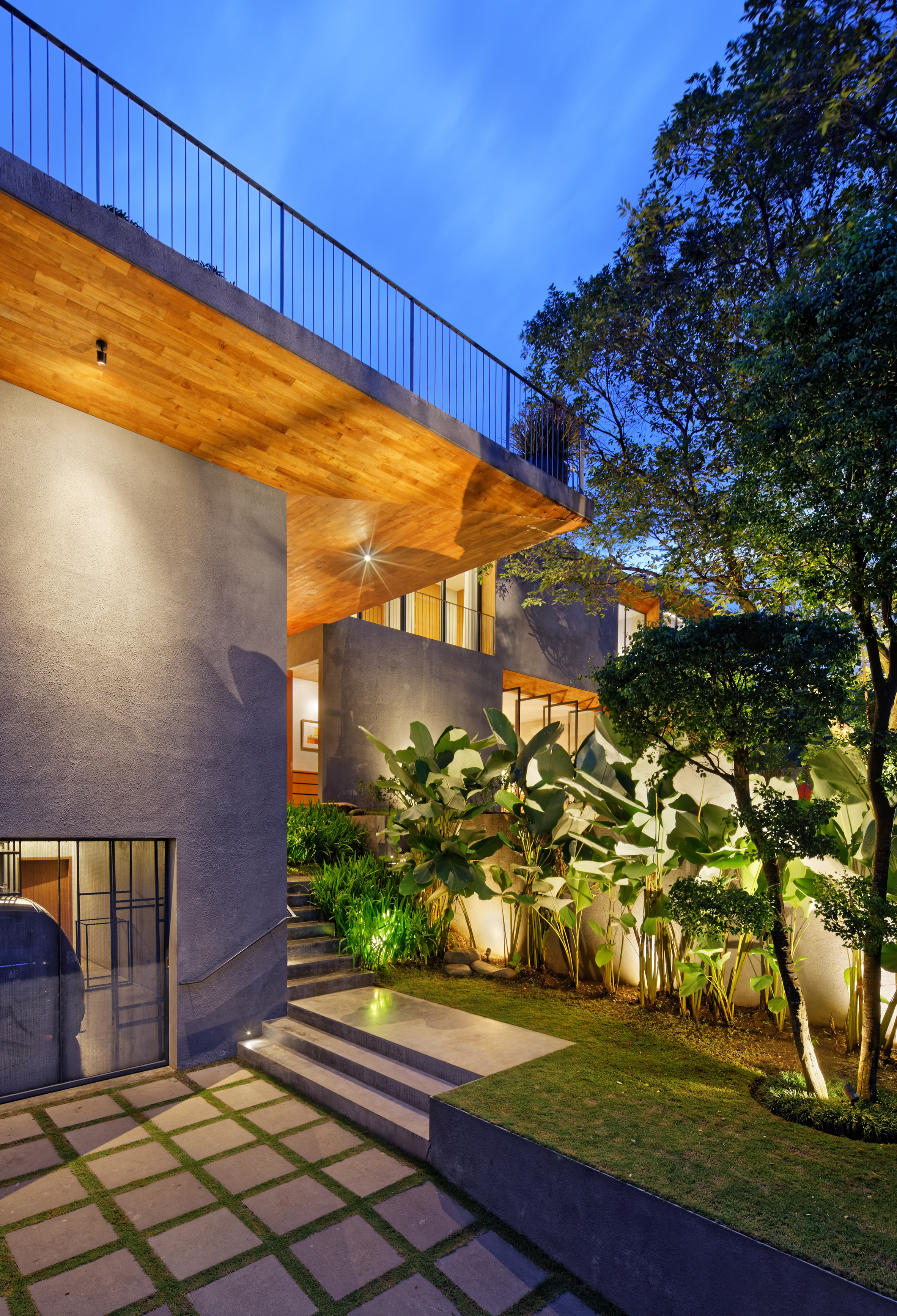 house-inside-outside-tamara-wibowo-architecture-residential-indonesia_dezeen_2364_col_16.jpg