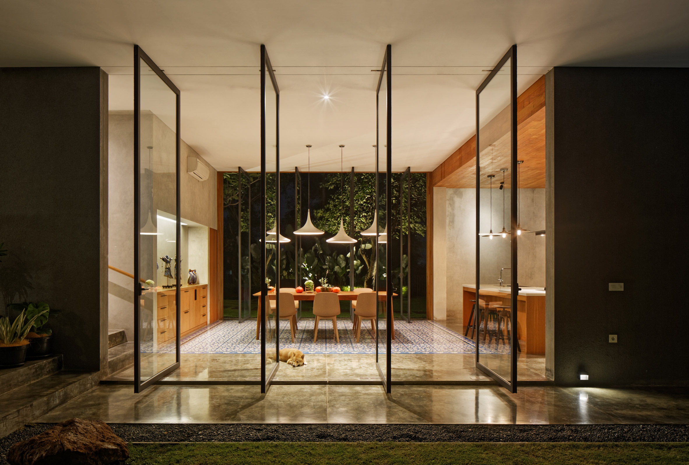 house-inside-outside-tamara-wibowo-architecture-residential-indonesia_dezeen_2364_col_17.jpg