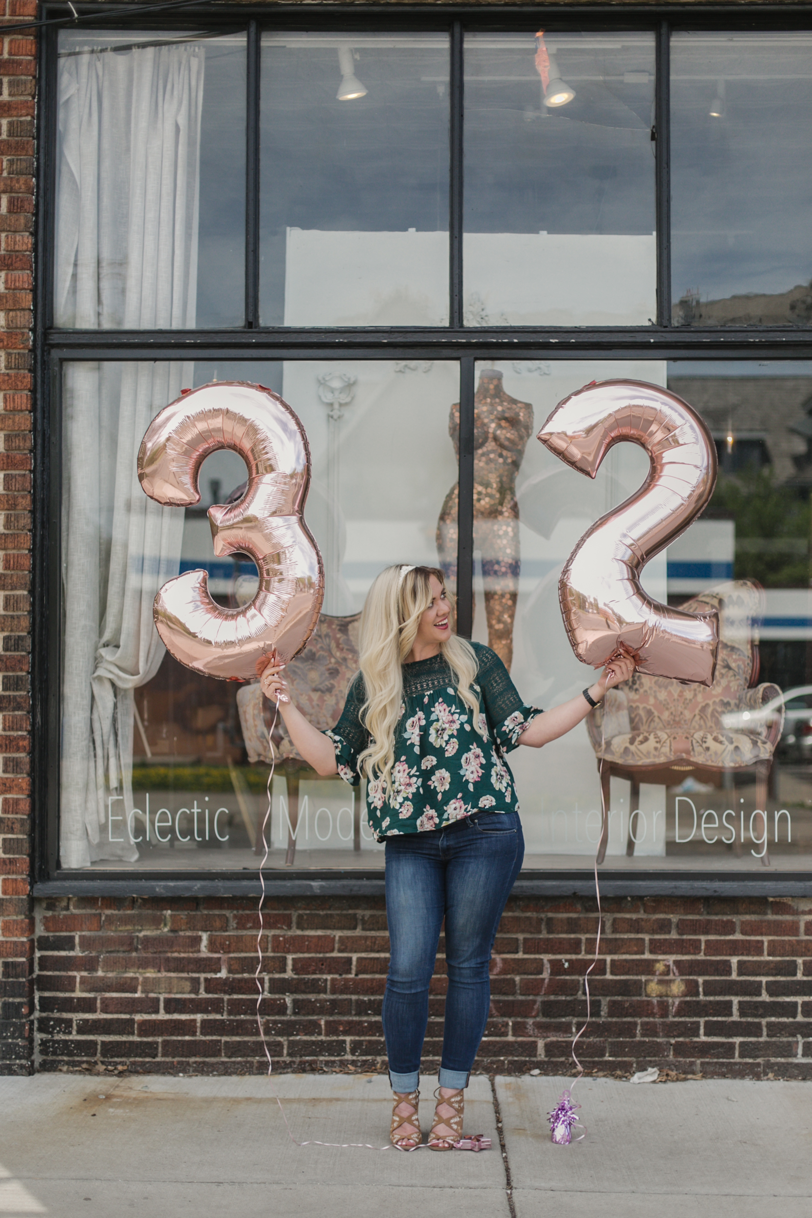 32 things i would tell my younger self, birthday shoot with number ballons, number balloons, rose gold number ballons-www.rachelsmak.com1.jpg