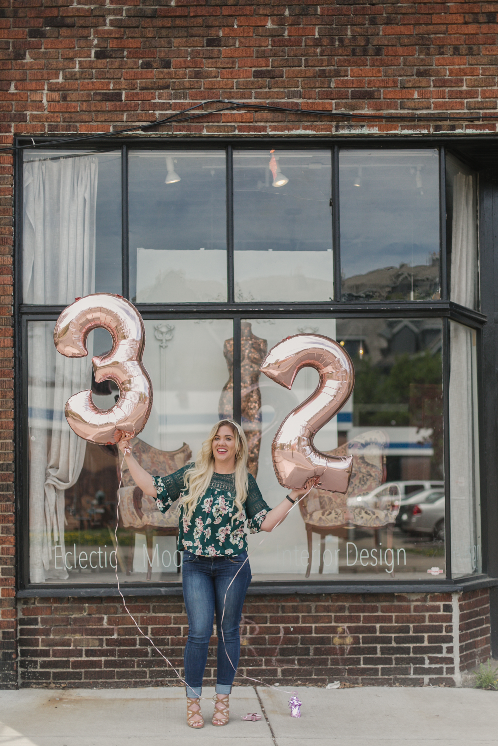 32 things i would tell my younger self, birthday shoot with number ballons, number balloons, rose gold number ballons-www.rachelsmak.com2.jpg