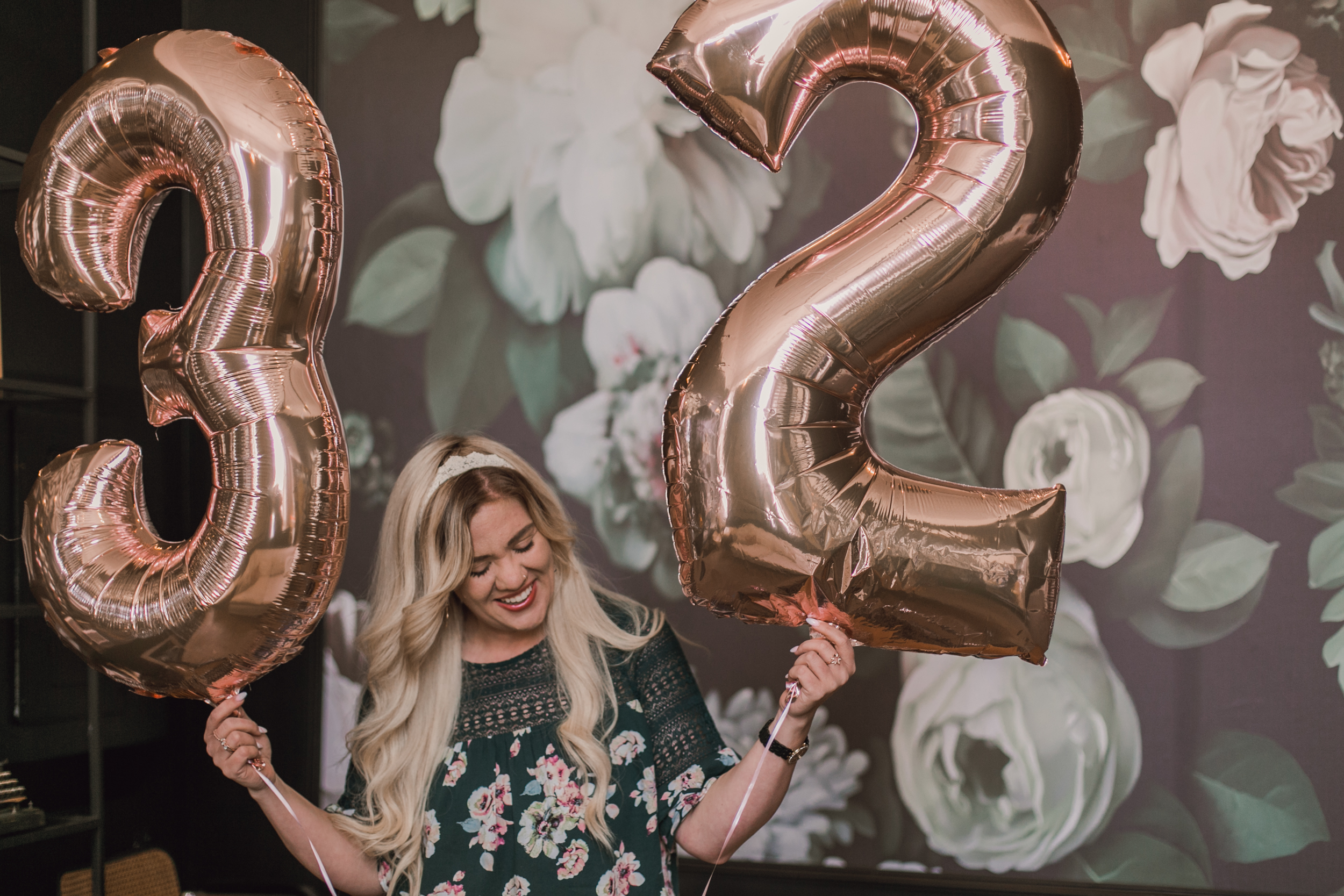32 things i would tell my younger self, birthday shoot with number ballons, number balloons, rose gold number ballons-www.rachelsmak.com4.jpg
