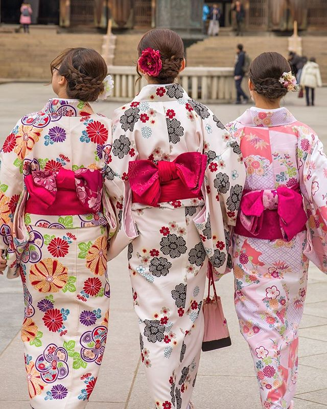 ". Come to Anaheim Japan Fair with Japanese traditional clothes ""YUKATA"" 👘 to feel like you are in Japan‼️😍 .      . Date: May 25th, 2019 11:00am-8:00pm . Address: Center Street Promenade . #anaheimjapanfair #la #california #anaheim#japanesefestival #event #japanese #yukata"