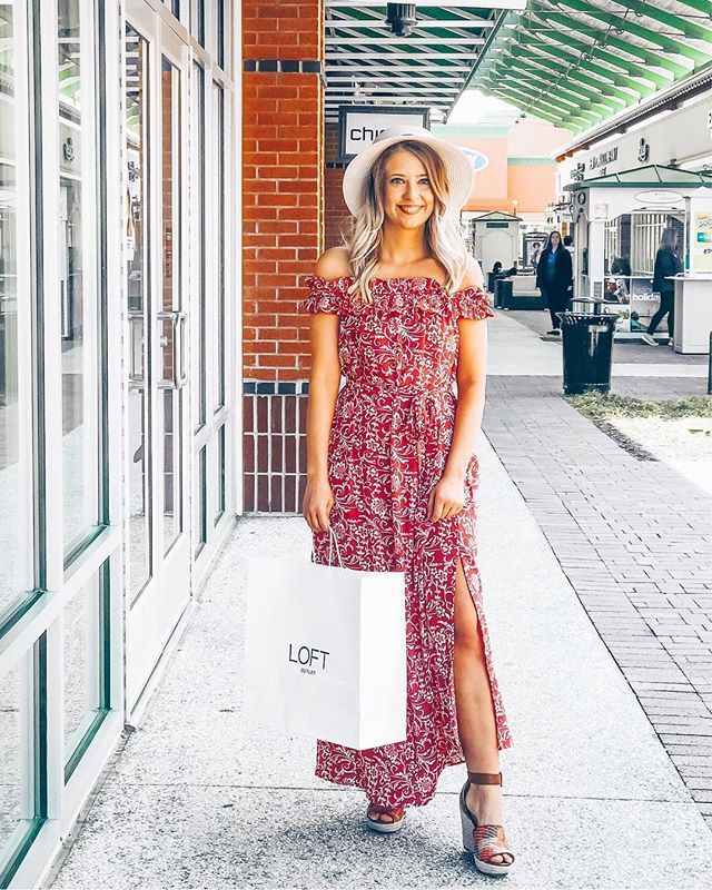 Major spring vibes in the cutest maxi. 🌸🌸 This one is from last year, but I linked some super cute maxi's over on my LTK! Linked here: http://liketk.it/2ACFt #liketkit @liketoknow.it #LTKunder100 #LTKunder50