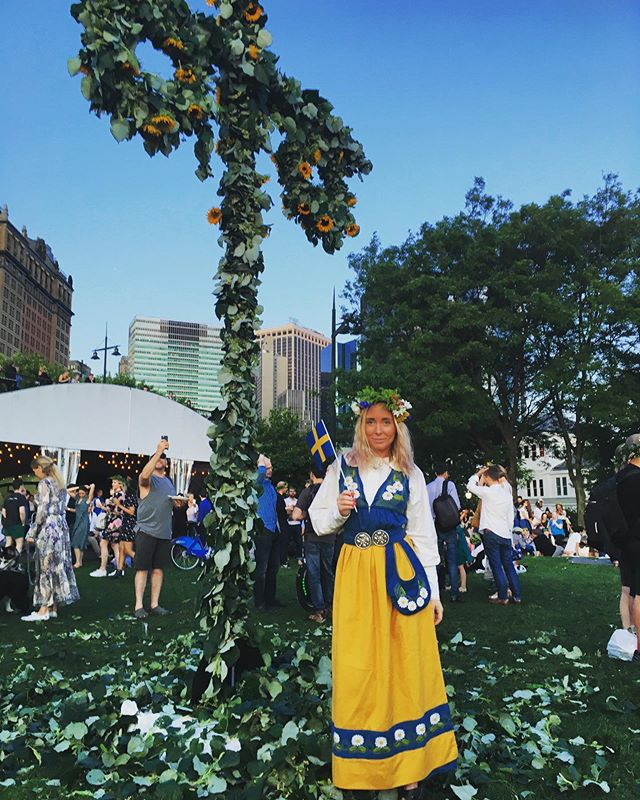 svea rike • • • • • #newyork#life#sweden#midsummer#batterypark#maypole#folkdräkt#svensk#swedish#happy#friday#ootd#feminism#bulletin#clogs#weekend
