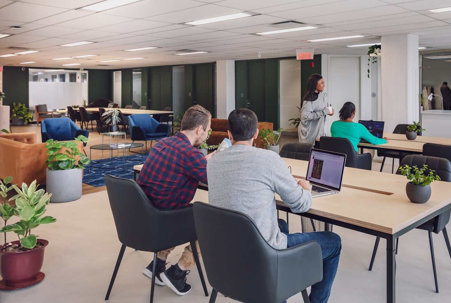 A space designed to get work done. - Starting at $10/ day, you can work surrounded by a community of entrepreneurs like you, without stressing about long-term commitments and focusing your energy on developing your business.