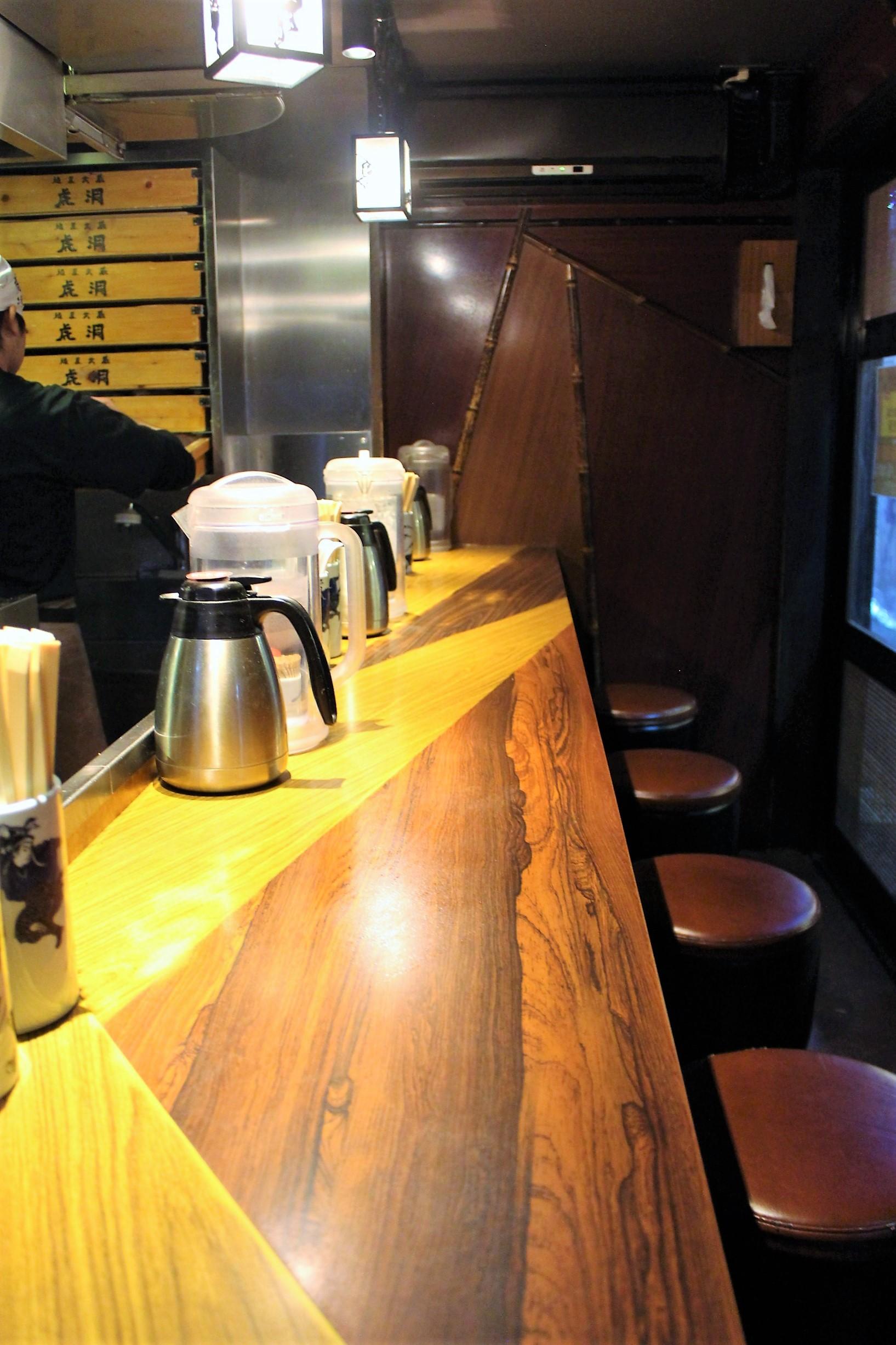 Counter seating at Menya Musashi Kodou