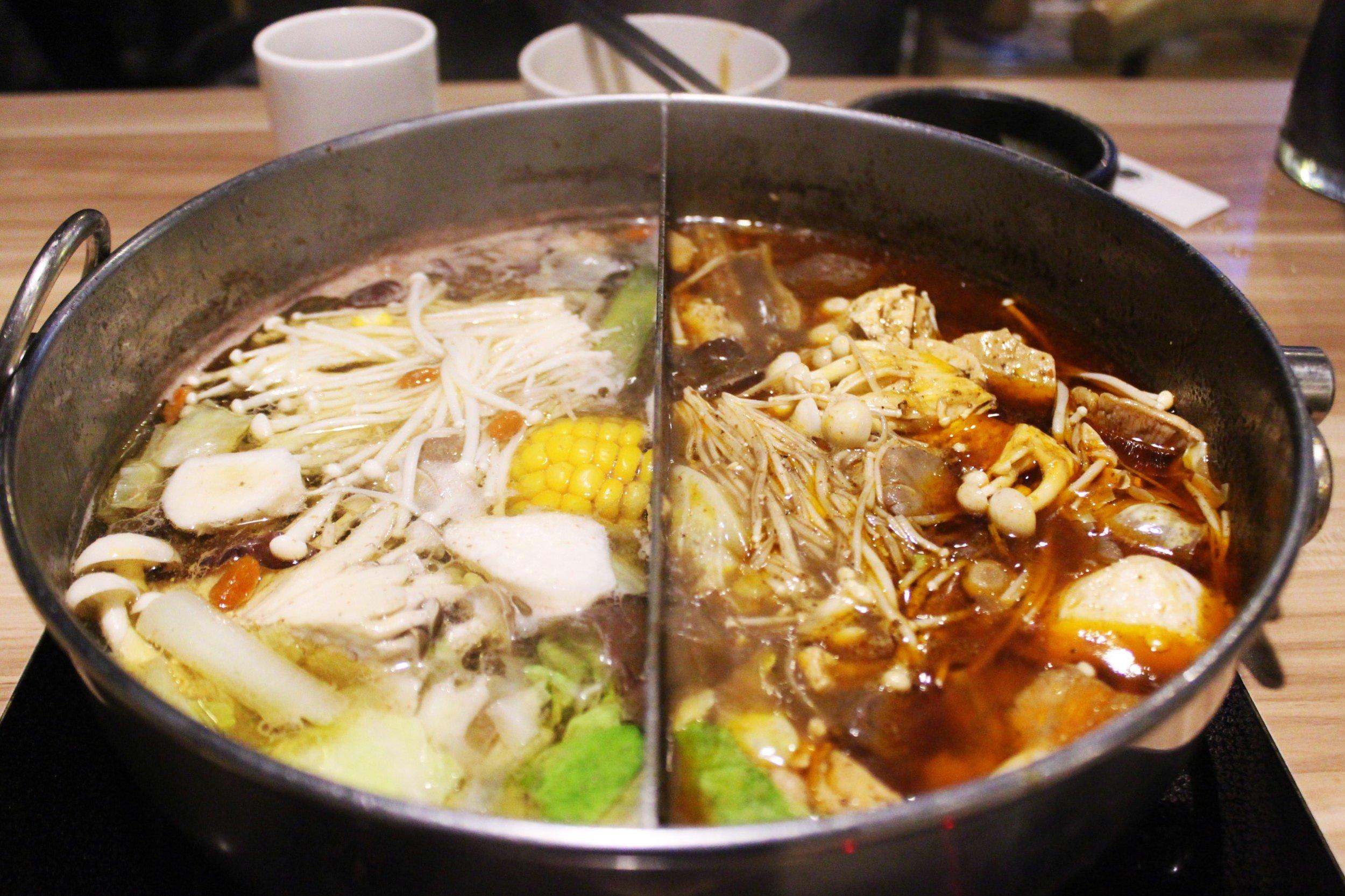 Half n Half Hotpot 紅白鍋at 大師兄麻辣鍋物 in Taiwan
