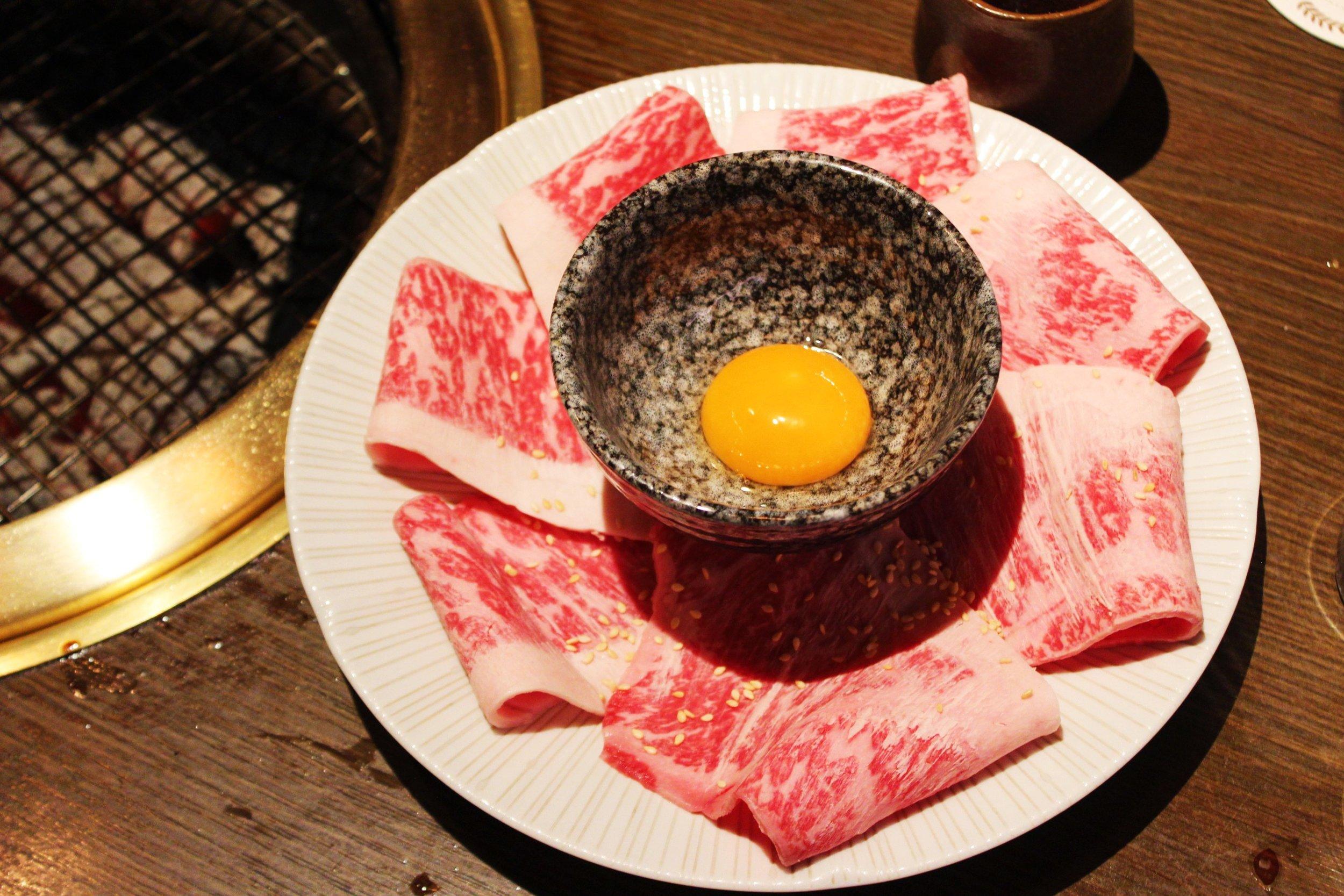Wagyu Sirloin Dipped in Egg Yolk Shabu Shabu at 大腕 in Taiwan