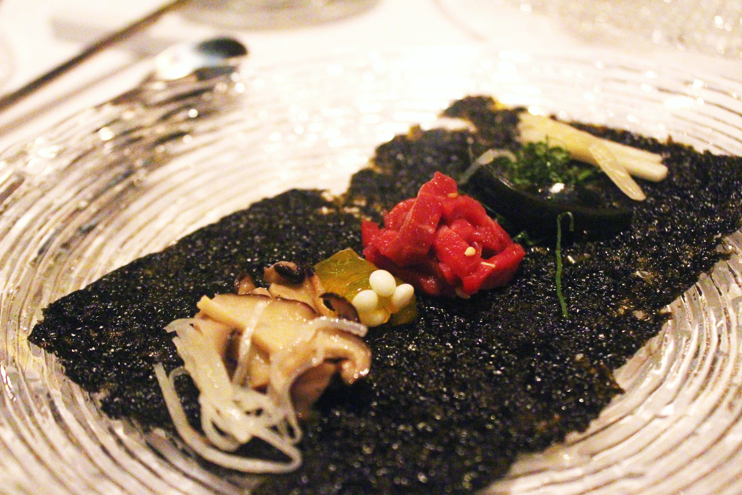 Gu Jeol Pan - Beef Tartare over Crispy Seaweed at Jungsik