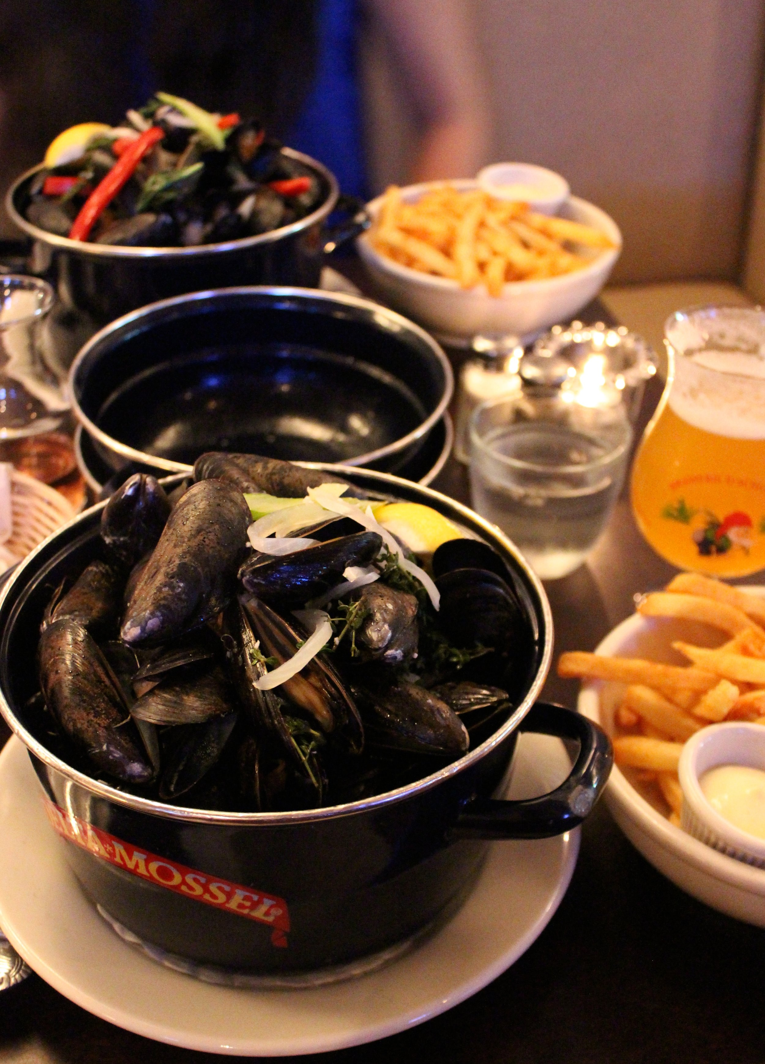 Thailandaise Moules Frites Coconut milk, lemongrass, and curry
