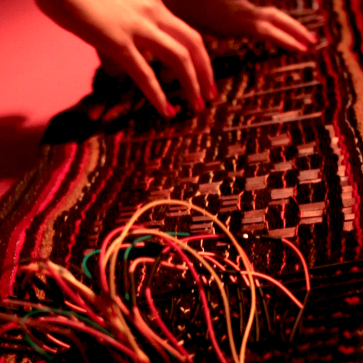 Dispositivos Sonoros de Interfaz Textil - Experimentación sonora