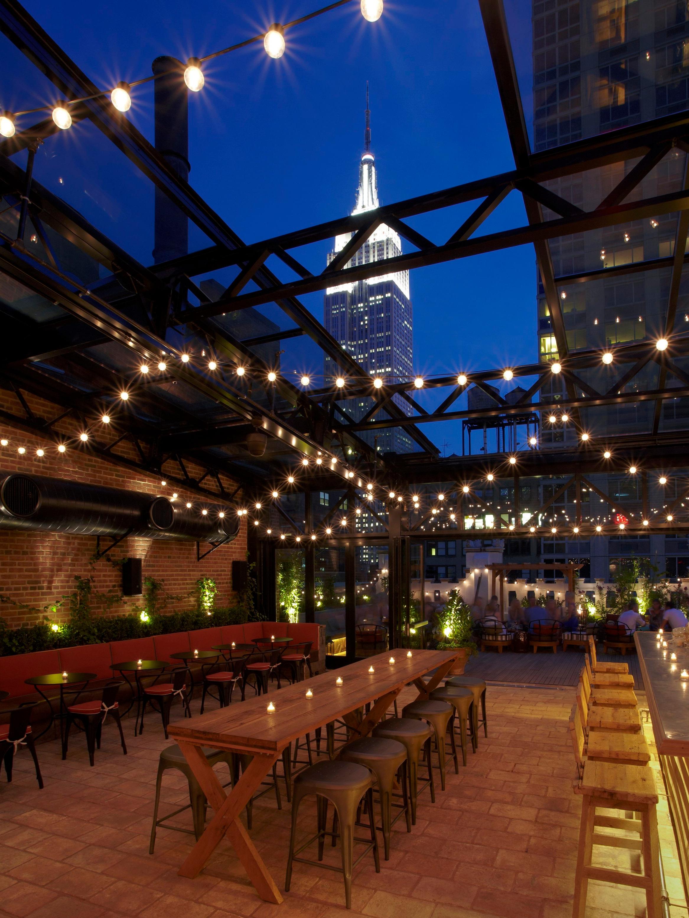 RefineryRooftop-refinery-rooftop-bar-midtown-new-york-manhattan-best-bars-pineapple-princess