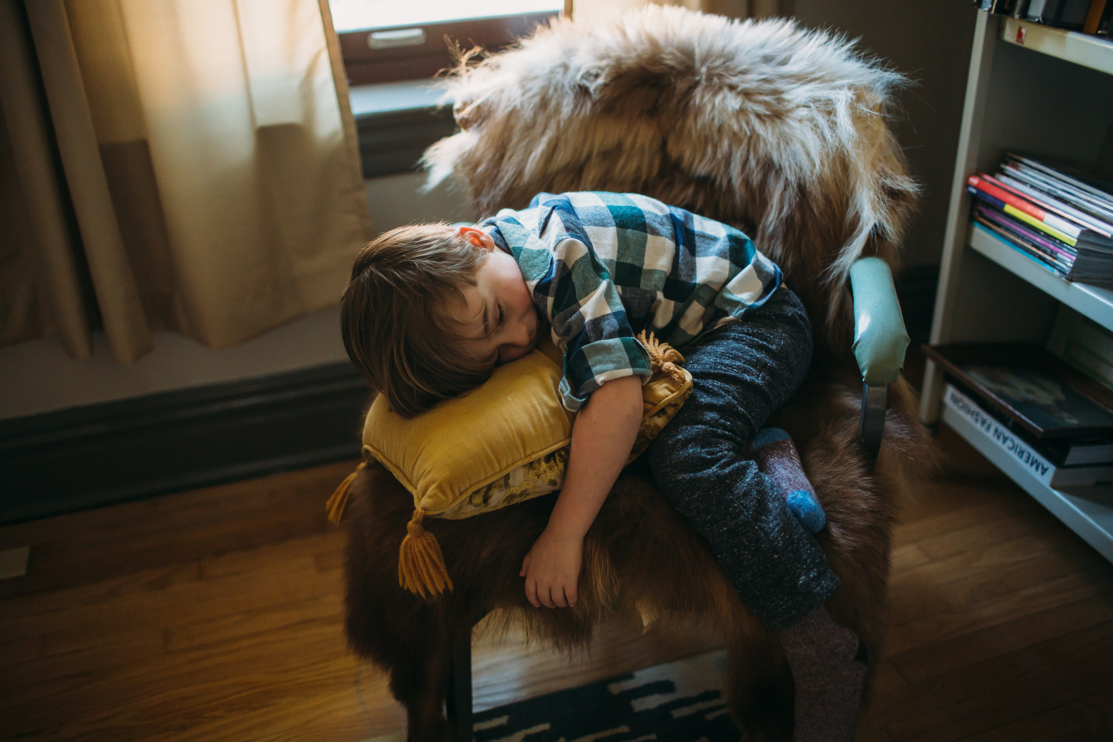 kids at home, st louis lifestyle photographer, real life photos,