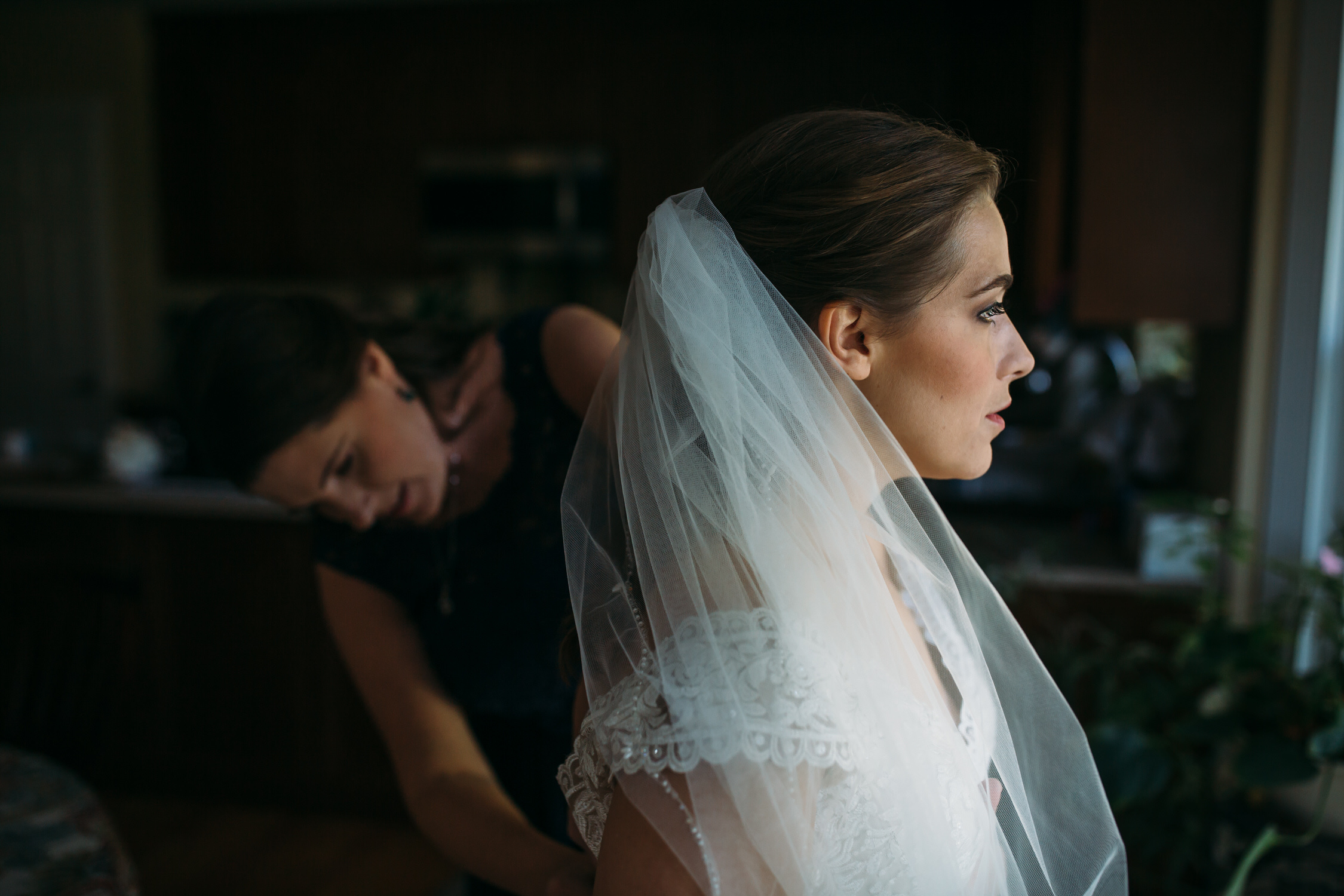 maid of honor duties, bride getting ready, st louis wedding photographer