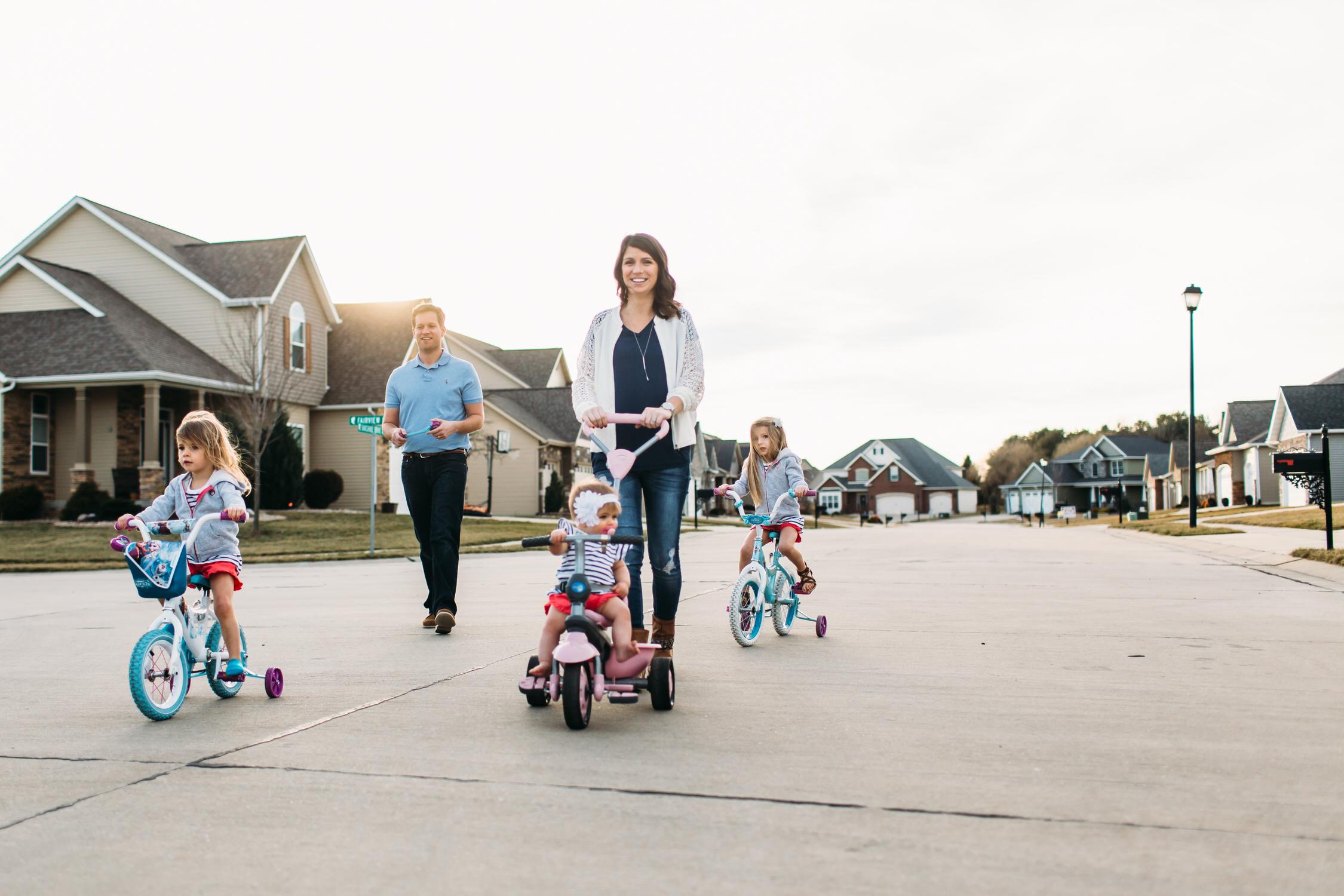Family photos in the suburbs, Lifestyle family photos,