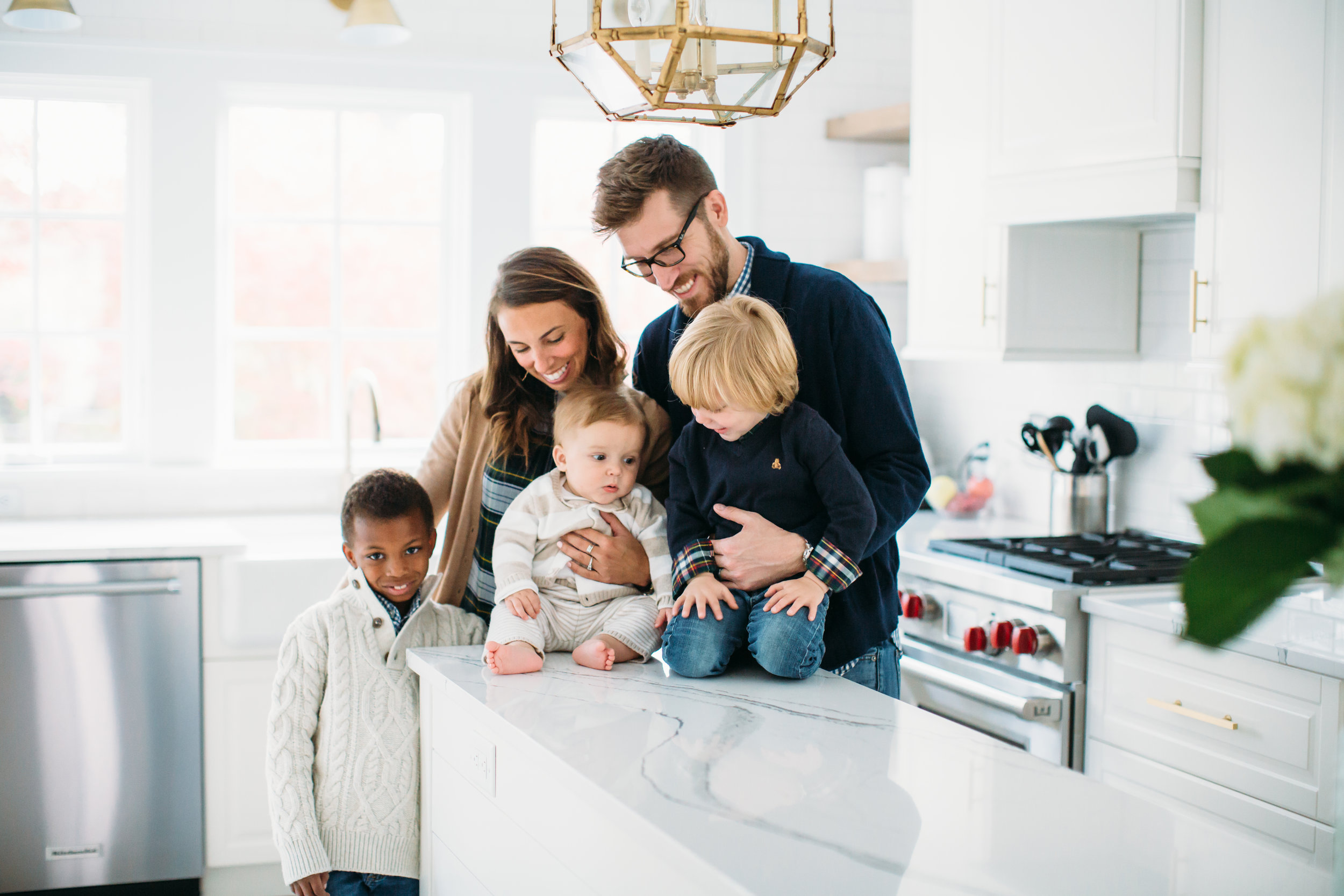 Lifestyle family photographer, photos at home, kitchen remodel
