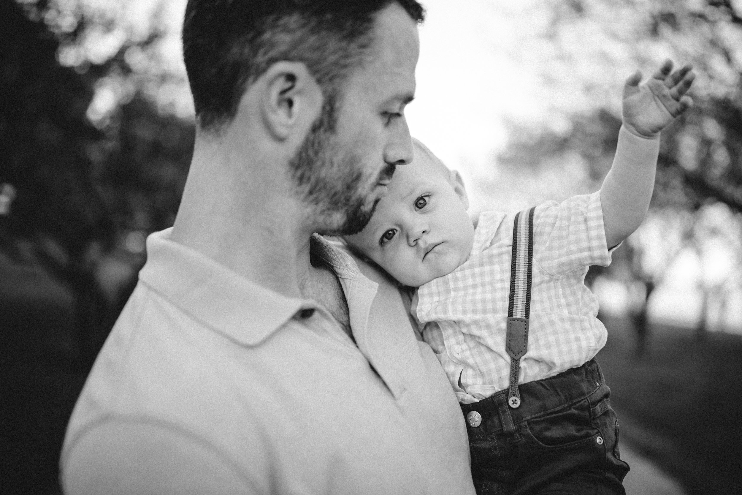 funny family photo, cute family portraits, baby waving bye, baby waving goodbye, dad and baby, dad and baby portrait, dad and baby family photography, natural family photos