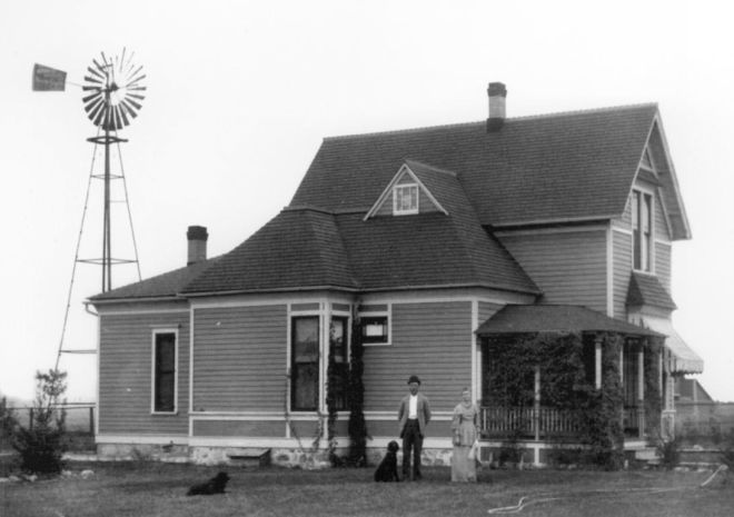 49_Day_House__Lund_Hoel_House__circa_1892.jpg