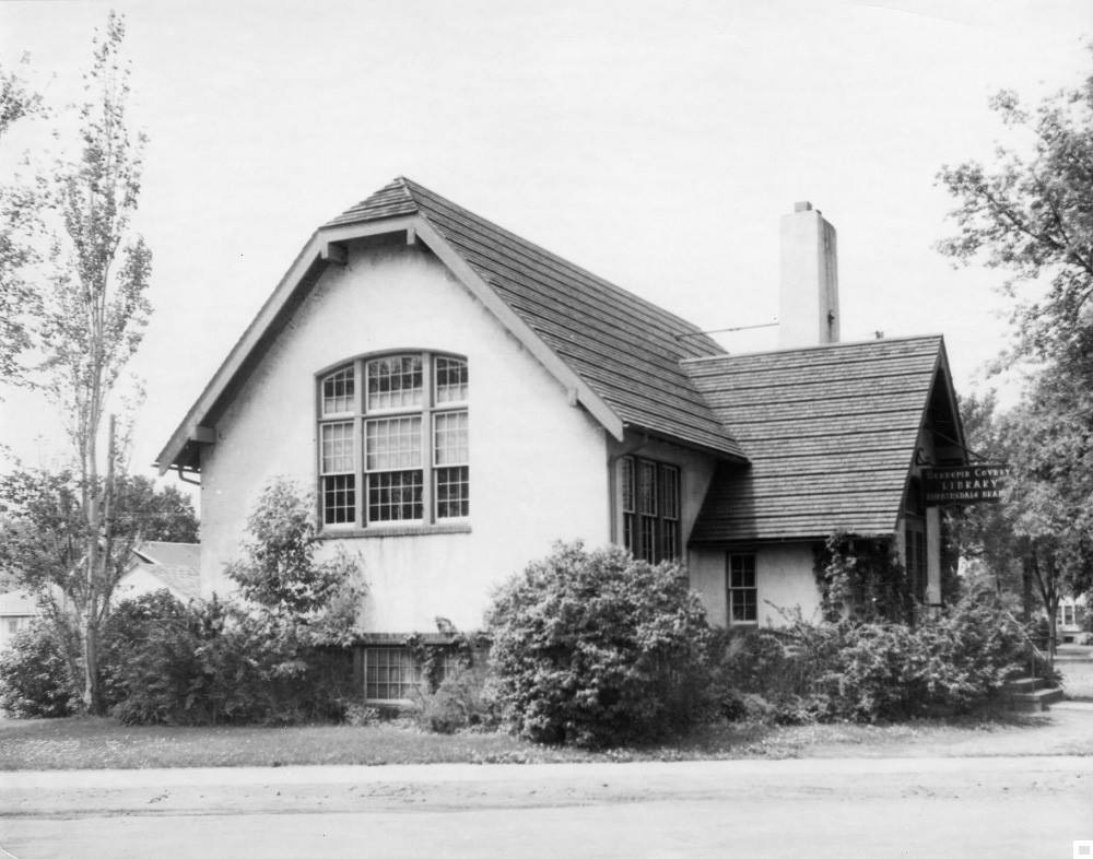 The Robbinsdale Library in the 1920s.