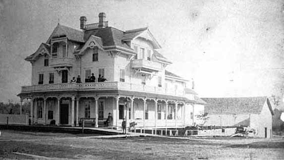 Original Grant House in 1881. MNHS: MC5.9 RC3.1 p4