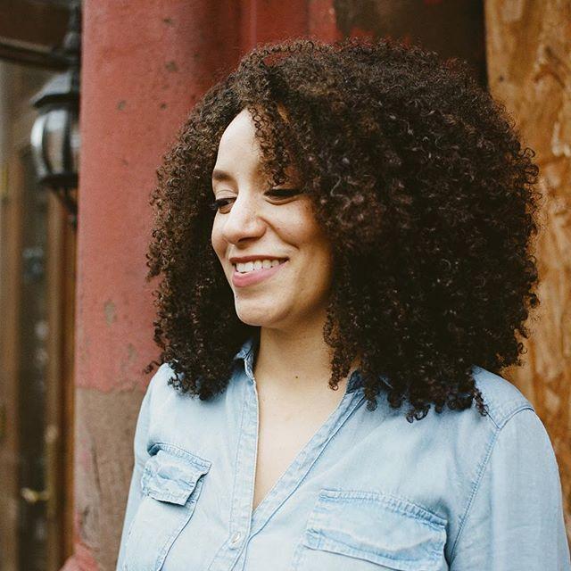 """I wasn't American enough for the Americans since I had an accent, but not Dominican enough for the Dominicans...because I had an accent."" - Cristina Chapelle . . .————————————————————— ""No era lo suficientemente Americana para los Americanos como tenía un acento, pero tampoco lo suficientemente Dominicana para los Dominicanos, porque también tenía un acento"" -Cristina Chapelle . . . . #ohyouredominican #photoseries #latinas #riszos #cotui #dominicano #dominicangirls #washingtonheights #bx #nyc #harlem #culture #photography #dominicana #delomio 📷: @rayneutron"