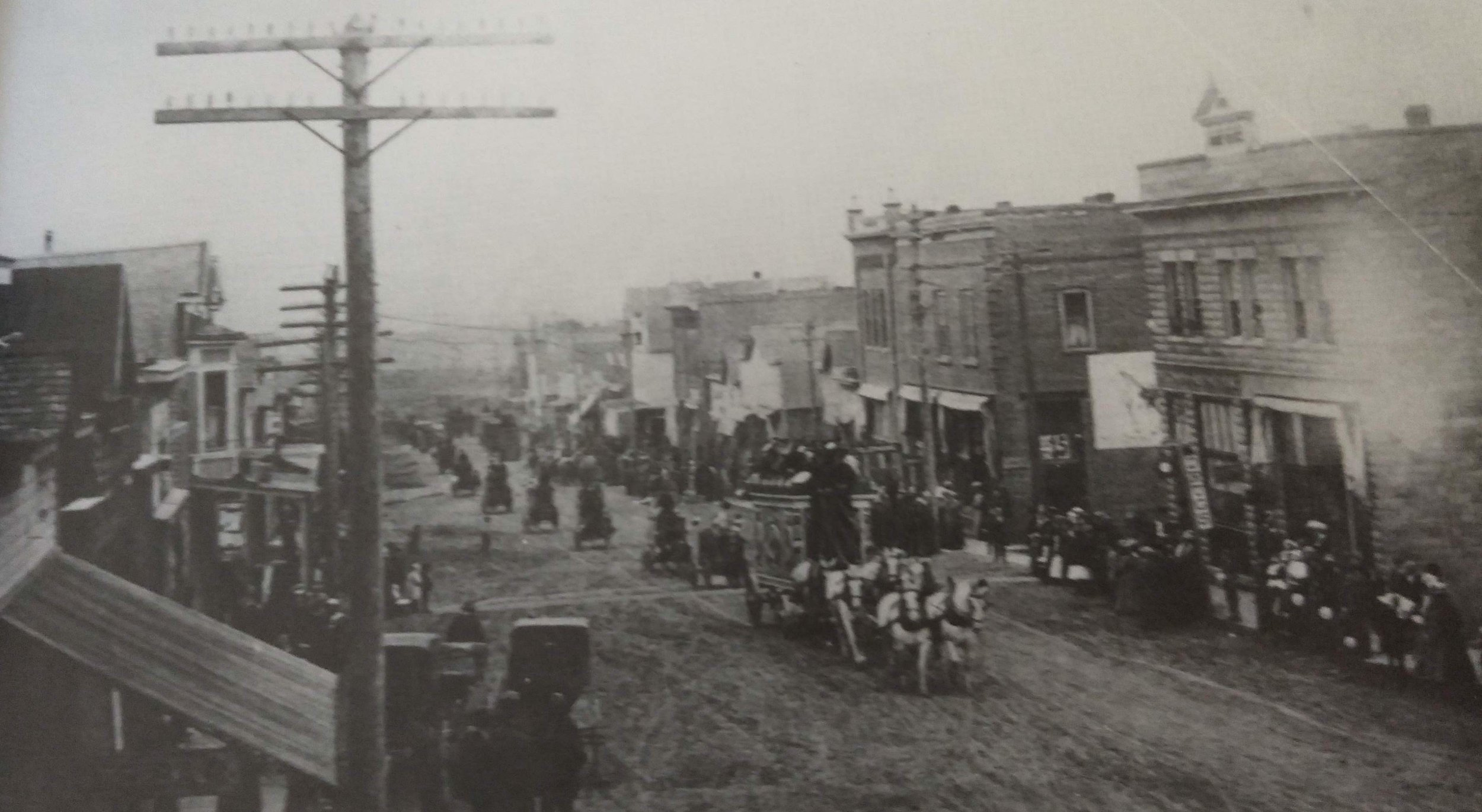The L.G. Barnes Circus parading up Main Street in May of 1912. The first brick building on the right is the current home of locally beloved Country Flowers  @countryflowerscondon  located directly across the street from present day Hotel Condon.