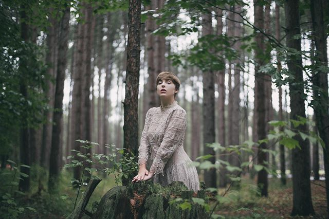 Moody days like yesterday have their place 🖤  Feat my love: @leahastore 😊  #moody #mood #forest #forestportrait #takeportraits #makeportraits #makeart #art #fineart #myart #mitakon35mmf095 #bokeh #bokehlicious #emotion #emotive #emotiveportrait #fuji #fujifilm #fujifilmxt3 #zacharystonephotography