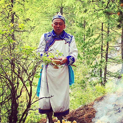 Voygage-Altai-Chamanisme-Chaman.jpg