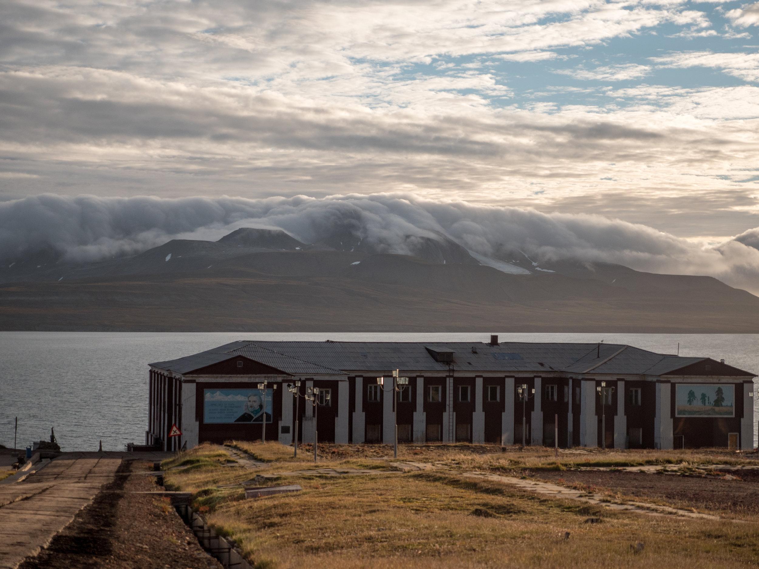 Svalbard©VN 170814 barentsburg berg moln  -4475.jpg