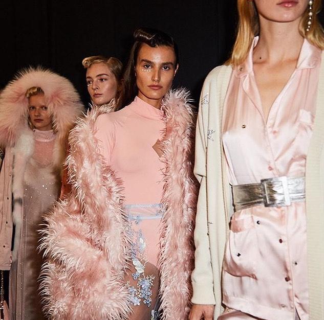 BTS at NYFW got me feelin all kinds of pretty glam ⭐️✨🐝 . . . . . . . . #fashiongram #fashionblog #fashion #instastyle #style #fashionoftheday #instafashion #discoverunder5k #thebuzz #blog #bts #behindthescenes #nyfw #nyfwbts #newyorkfashionweek #fashionweek #pink #bronze
