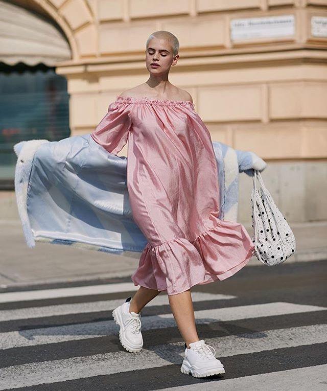 Current feels 💭 floating through hump day via @thestylestalkercom . . . . . . . . #fashiongram #fashionblog #fashion #instastyle #style #fashionoftheday #instafashion #discoverunder5k #thebuzz #blog #humpday #wednesday #pink #float #streetstyle #streetstyleinspo #inspo #sweden #fashionweek #fashionweekstockholm #stockholm #fashionweekinstockholm #stylestalker