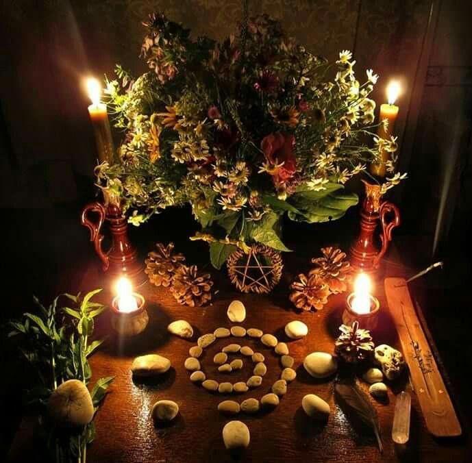 09d9f2f8e3404905dc3345ef3079f783--pagan-altar-winter-solstice.jpeg