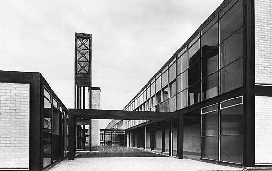 L'école secondaire de Hustanton, Norfolk, Alison et Peter Smithson   1949-45  © Wikiarquitectura