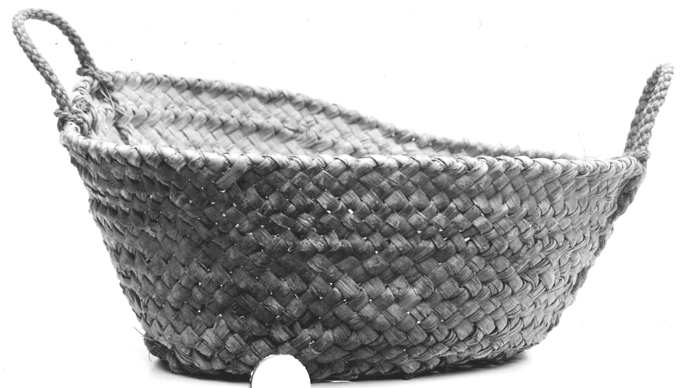 Fig. 22. Second ancient basket of a shallower variety excavated at Deir el-Bahri in 1931. Metropolitan Museum of Art 31.3.147