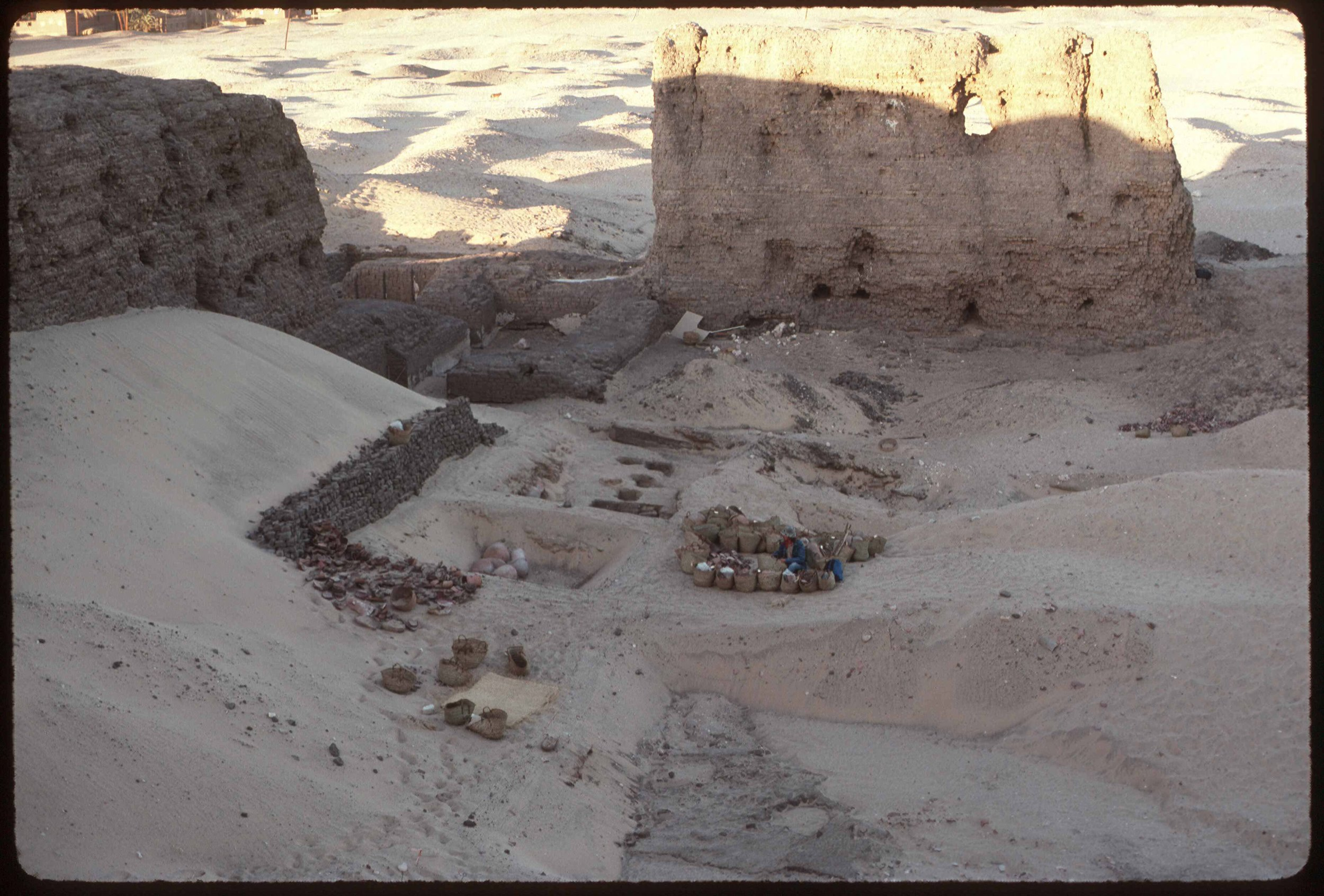 Fig. 2. Excavations inside the Shuneh's north gateway in 1988. Photo: David O'Connor © North Abydos Expedition (formerly Penn-Yale-IFA), courtesy of the Penn Museum