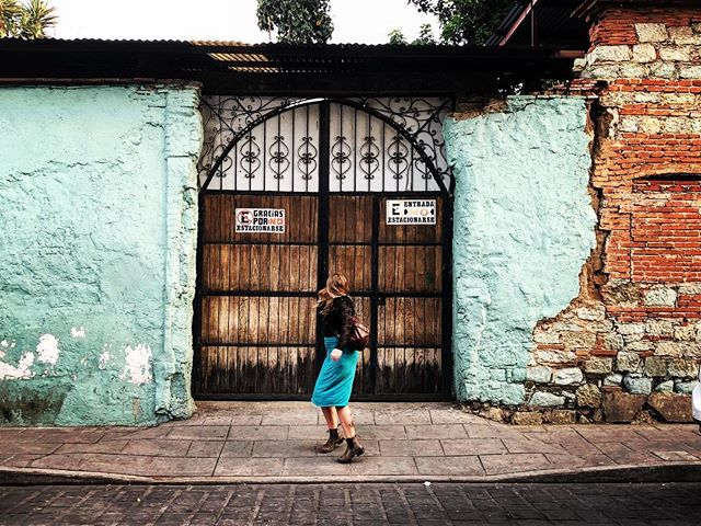 When you feel free enough to be playful and spontaneous, that's what's up! Travel days with @awigginout and @corannsmith were full of that! #travel #oaxacacity #mexico #twirl