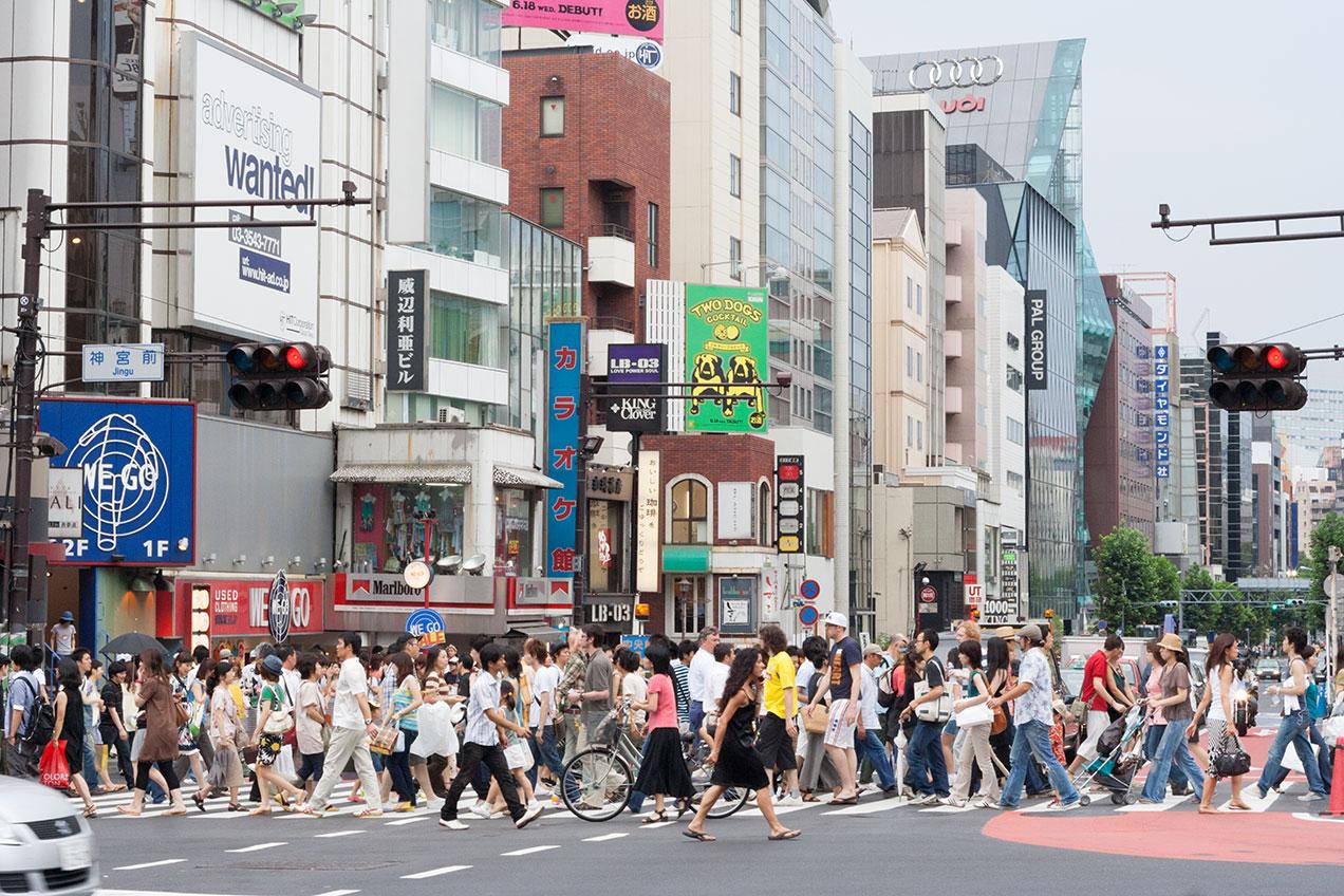 people-street-crossing-tokyo-shibuya-.photograph-by-mirena-rhee.jpg