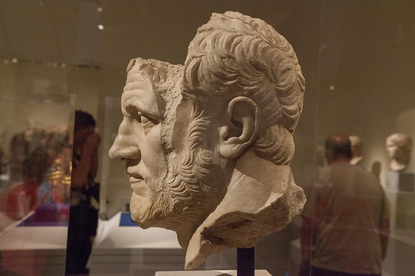 mirena-rhee-pergamon-exhibit-met-museum_04.jpg
