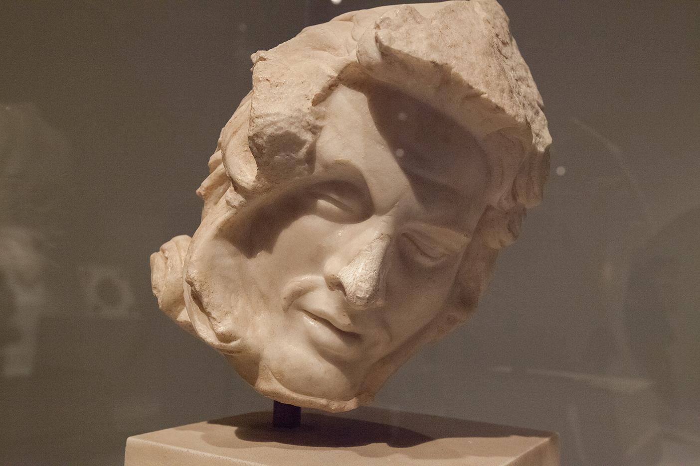 mirena-rhee-pergamon-exhibit-met-museum_10.jpg