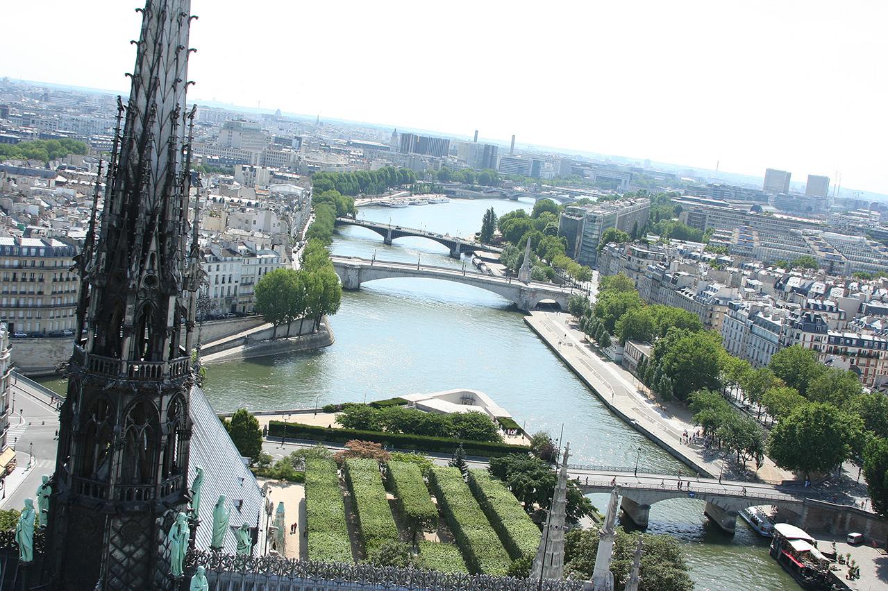 mirena-rhee-photography-paris-notre-dame_16.jpg