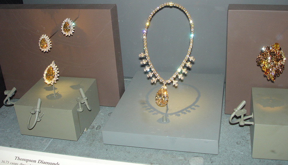 National_Museum_of_Natural_History_Gold_Colored_Diamonds.JPG