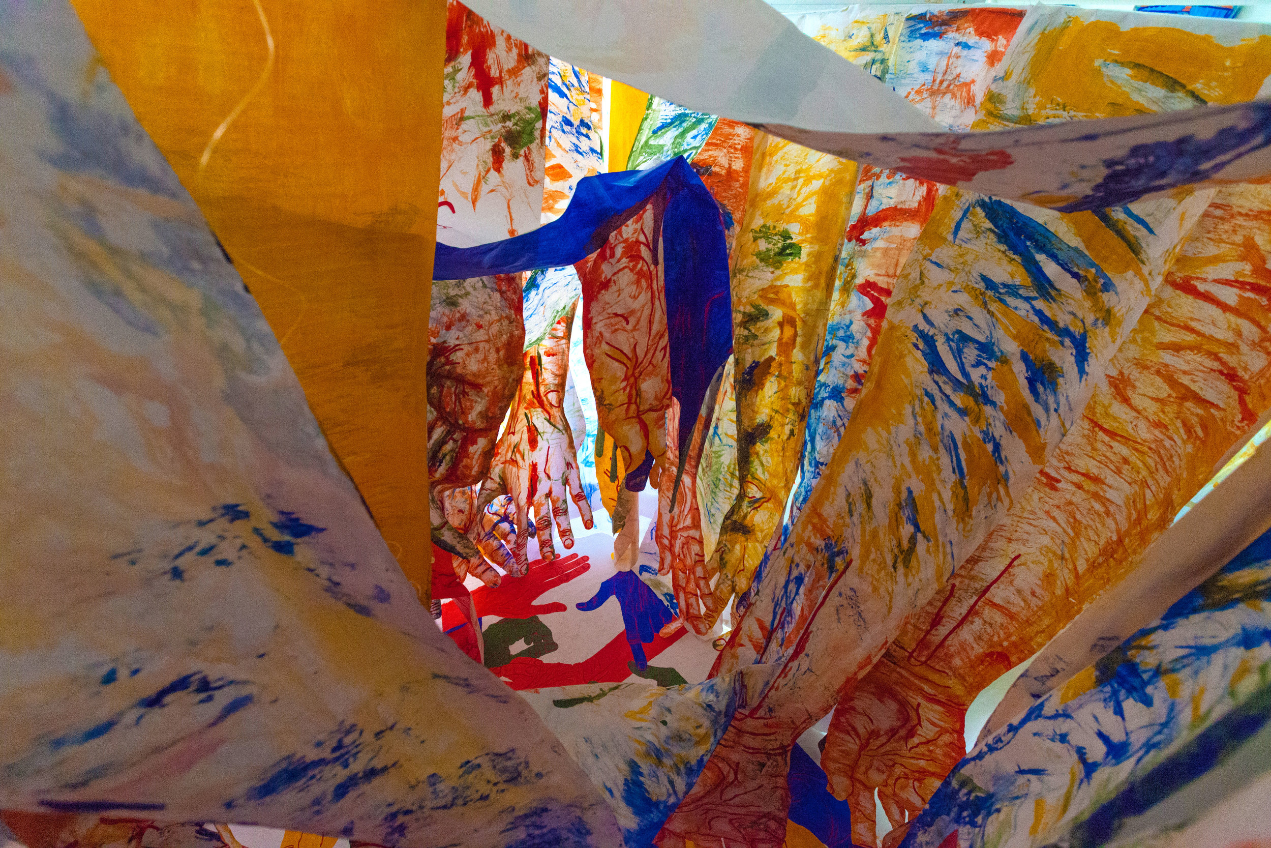 hands-tesseract-tangled-up-hands-mirena-rhee-installation_06.jpg