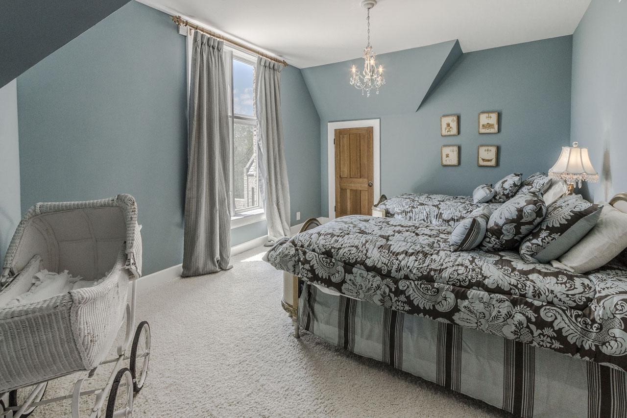 Bedroom 3 with ensuite full bath.jpg