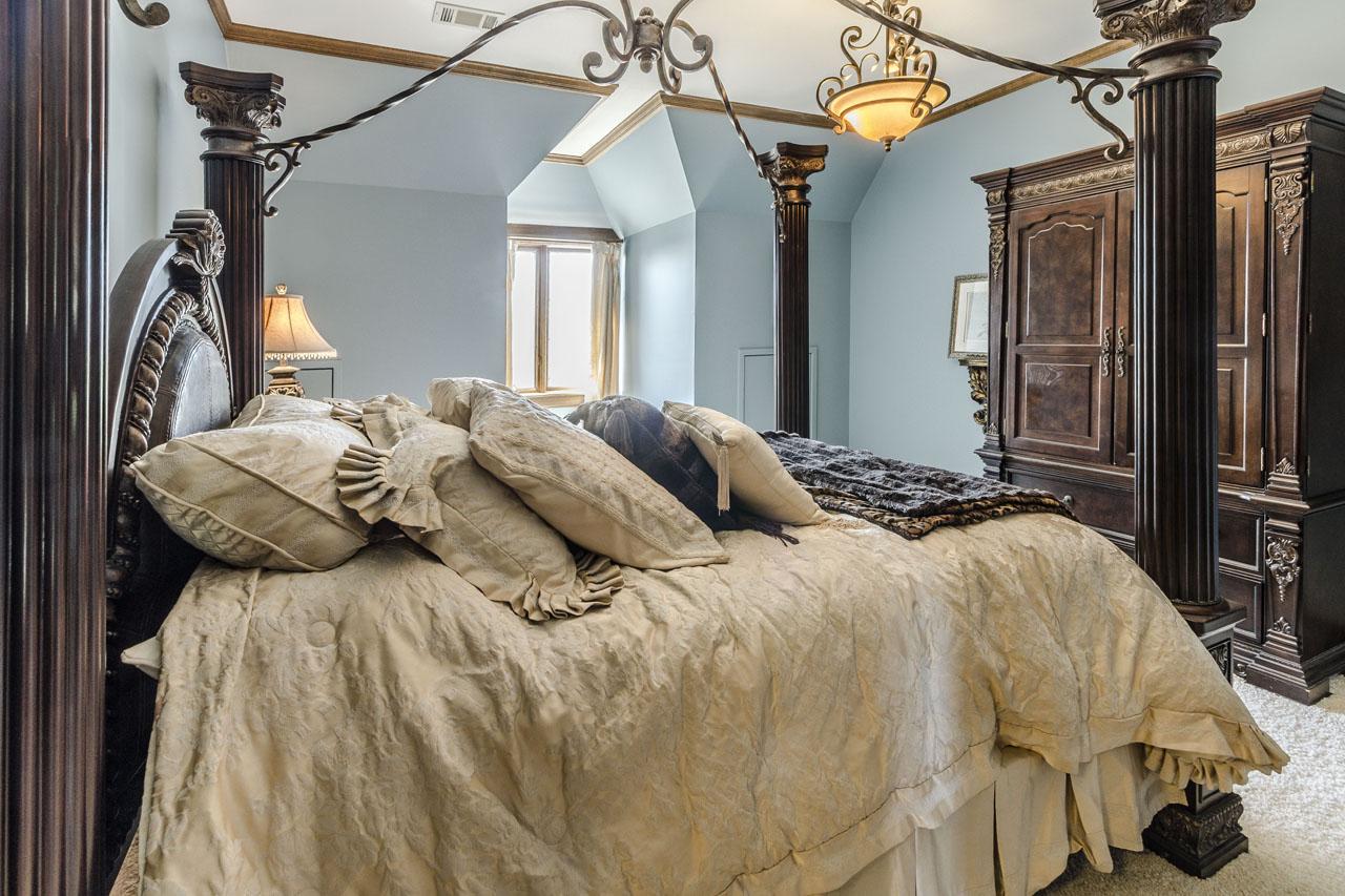 Bedroom 4 with full ensuite bath.jpg