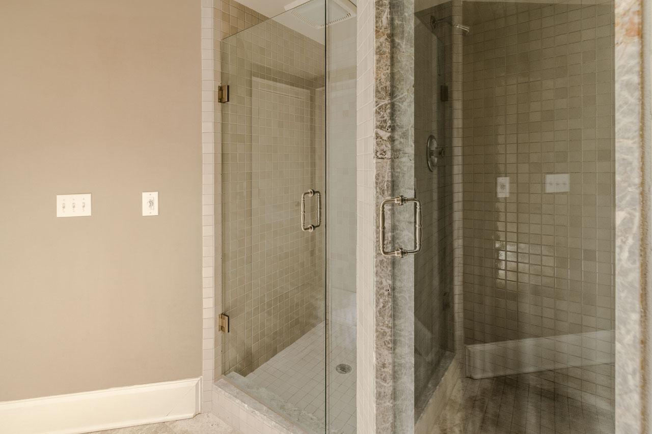 Large walk-in steam shower, also standard show.jpg
