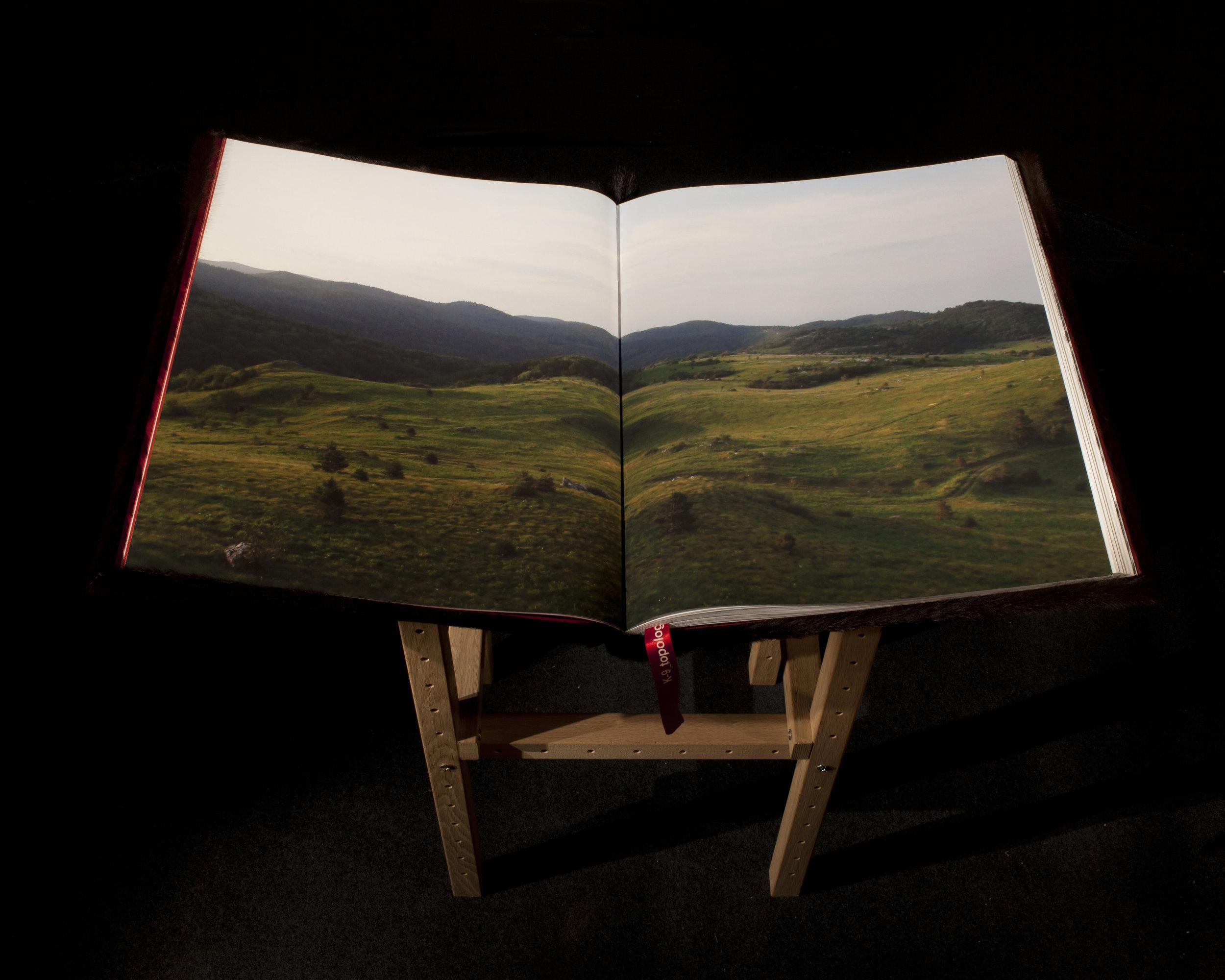 04_ARTIST BOOK.JPG